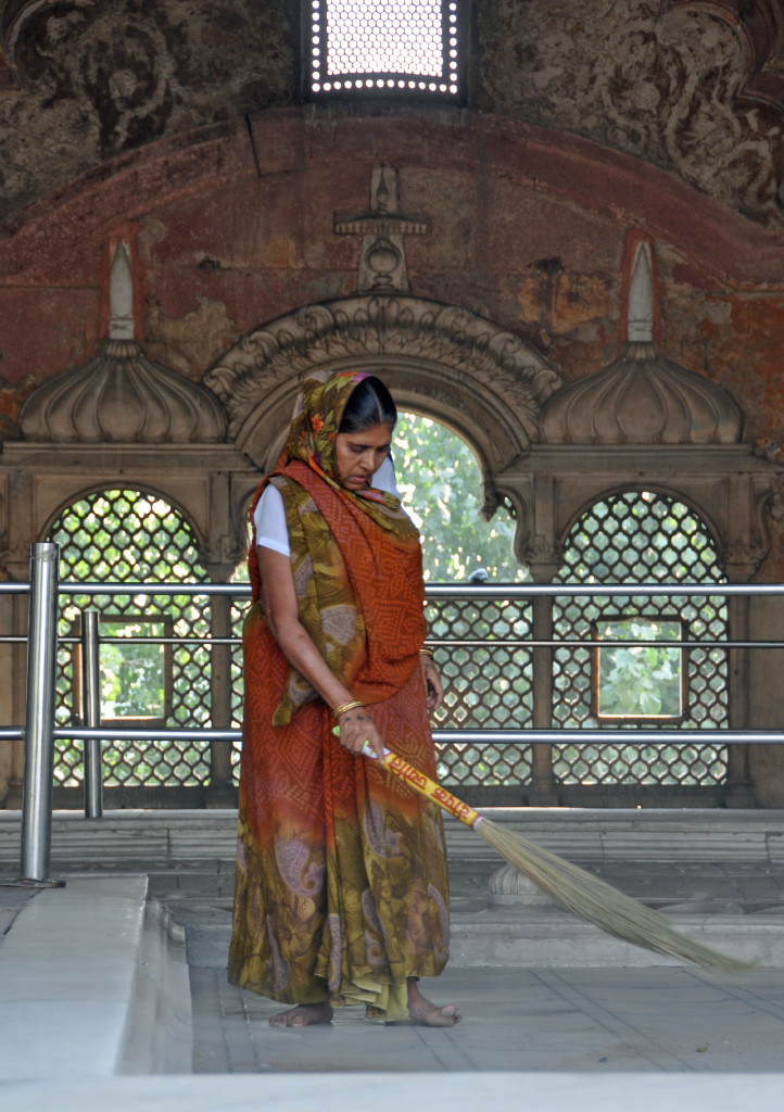 Delhi, Red Fort Cleaning