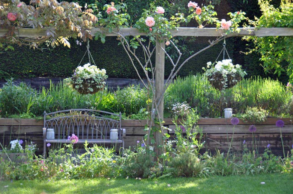 Mid garden